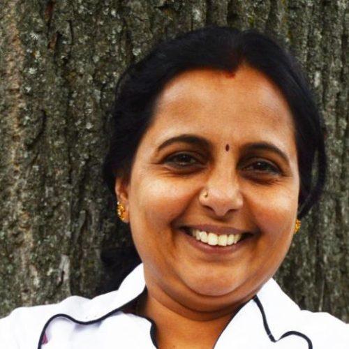 """Radha Bhashyam Köchin für Indische Spezialitäten und """"Roger"""" Sridharan Bhashyam beste Seite und liebe Frau."""
